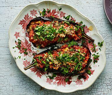 Recept: Aubergine med lamm, pinje och parmesan