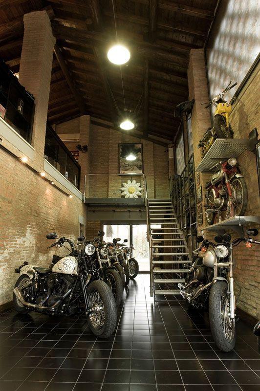 Nice garage. 車庫 工業風