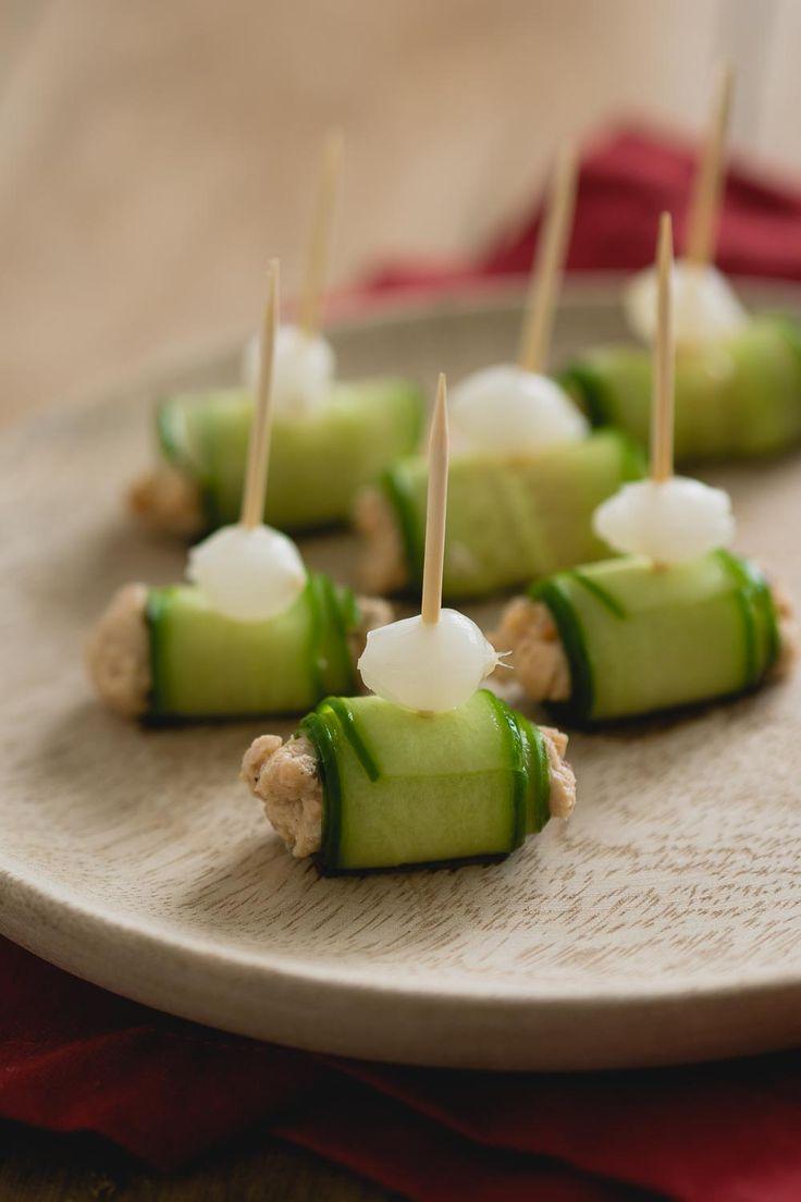 Zalmsalade komkommer rolletjes