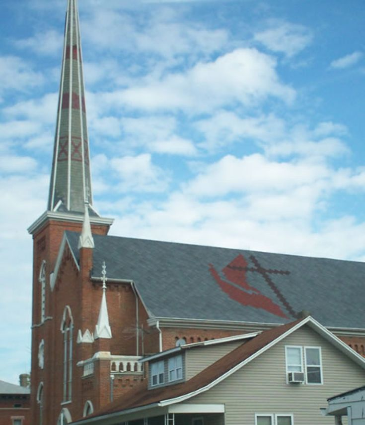 Great Decorative Shingle Work On A Church In Dayton Oh A Great Combination Of Our Patented Art Loc Roofing S Roof Architecture Colour Architecture Patio Roof