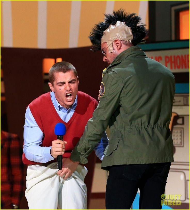 Shirtless Zac Efron Grabs Dave Franco's Crotch at MTV Movie Awards ...