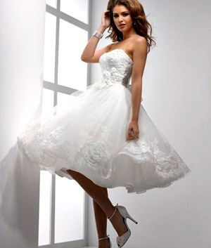 not been much a fan of the shorter style wedding dresses but this is so cute! Sottero & Midgley (Isabella Leigh)