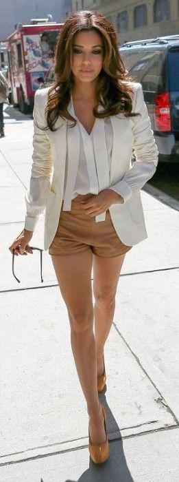 White and tan shorts & jacket combo. | 10 Fashion Tips for Petite Women | herinterest.com
