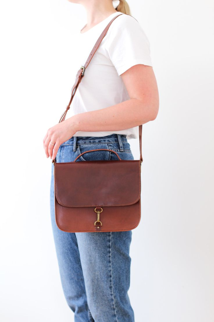 Outfit inspiration featuring the MONO satchel bag in brown! MONO is a stylish satchel bag with a minimalistic, Scandinavian look. This bag fits your iPad mini or an A5 notebook, and works also as a small briefcase. Handmade from vegetal tanned leather.