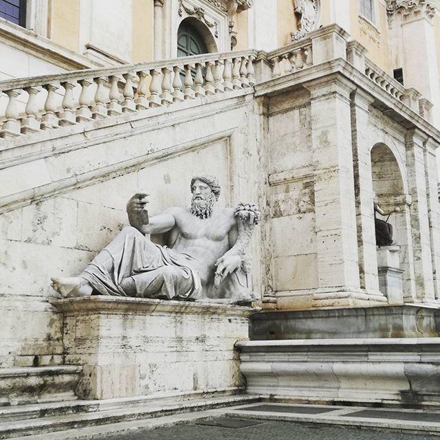Museos Capitolinos #rome #roma #classic #art #sculpture #history #trip #travel #travelgram #instatravel #travelphoto #turismo #viajar #travelblog #travelblogger #italy #italia #bellaitalia