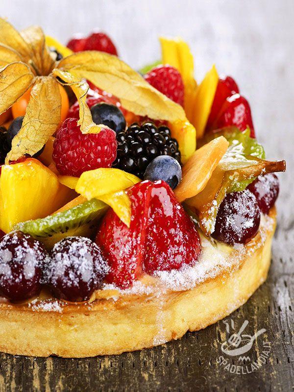 CROSTATA DI FRUTTA ESOTICA La Crostata di frutta esotica: un guscio di friabile pasta frolla riempito con una stuzzicante crema pasticcera alla vaniglia!