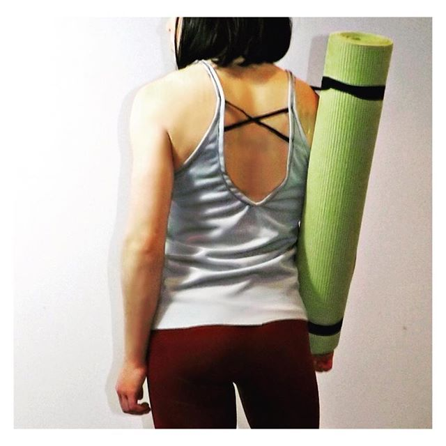 Tank tops with strappy back detail are our fav 👌🏻❤️ #akaFit #lookfitgetfitbefit #itsalifestyle #bodylove - Wearing: 'Sunset Leggings' --- www.akafit.co.uk