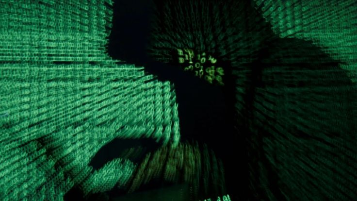 Einbrecher nähern sich einem Haus mit einer Drohne. Mit den Daten, die sie auf diese Weise abgreifen, werden sie elektronische Schlösser hacken und die Alarmanlage deaktivieren. Ohne eine Scheibe zu zerbrechen, ohne Spuren zu hinterlassen, dringen zwei jungen Männer in das Gebäude ein. Doch hierbei geht es um mehr als nur Einbruch.   #2016 #2017 #Alarm #android #angreifer #angriff #auslesen #computer #Deutschland #digital #doku #Drohne #Einbrecher #energetisch #Energie