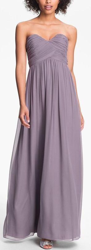imagínate a tus damas de honor en este vestido en color lavanda de Donna Morgan