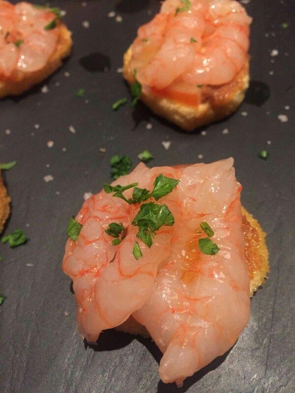 Gambero viola di #portosantospirito marinato agli agrumi su bruschetta croccante
