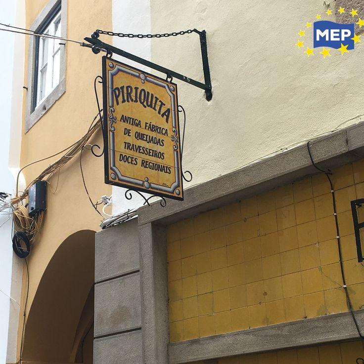 A Piriquita é a principal fábrica de travesseiros, sendo que estes são muitas vezes referidos como ´Travesseiros da Piriquita. Quem visita a Vila de Sintra deve mesmo optar por experimenta-los na Piriquita.