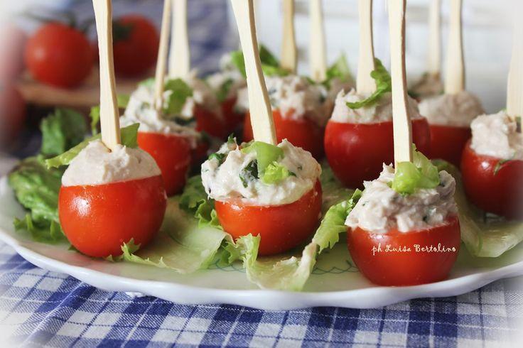 Pomodorini+ripieni+con+mousse+di+tonno