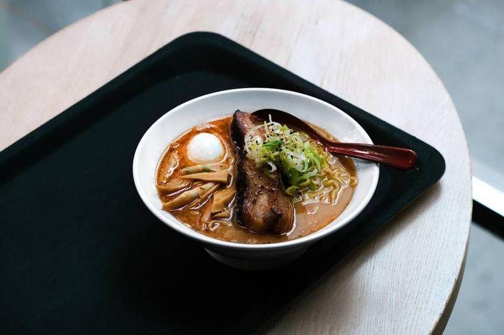 Norge får sin første rendyrkede ramen-restaurant. Få oppskrift på den trendy, japanske suppen.