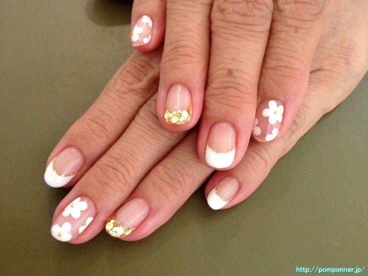 クリアベースに白いお花のネイル the nail of white flower on clear base