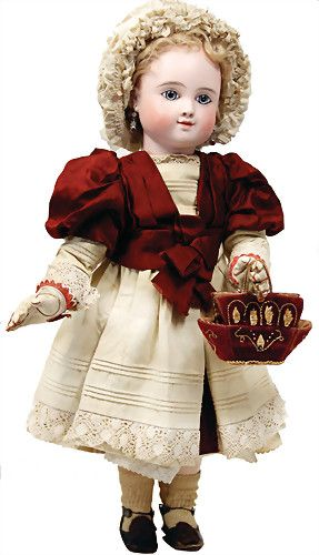 BÈBÈ STEINER JULES NICOLAS Paris, sog. ''Lächelnde Steiner'', mit der Halsmarke: Fre C 15 (Lit. siehe The Dolls of J.N.Steiner von D:A:Mc Gonagle Plate 41), gepresster Biskuit-Kurbelkopf, mit festen blau/grauen Strahlenaugen, Lidschatten, lächelnder Mund mit feiner Gesichtsbemalung, Ohrlöcher mit Ohrschmuck, Orig.- Steiner Kopfdeckel mit Mohairperücke, besonders schön gefiederte Augenbrauen, Kopf u. Körper kompl. orig. u. unbespielt, alte Kleidung u. Unterkleidung, Handtasche…