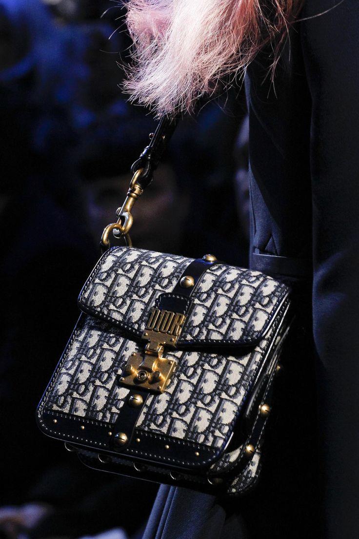 Défilé Dior prêt-à-porter femme automne-hiver 2017-2018 54