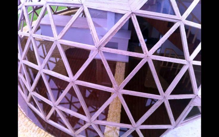 Maqueta de nuestras casas geodésicas. Elaborada por el equipo de Bioconstrucción…