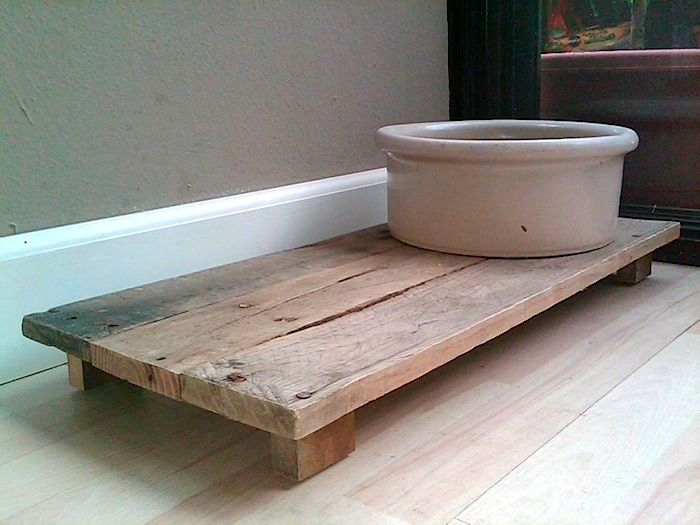 Dog Bowl Platform Pallet-need to make 2...one for upstairs & one for downstairs.