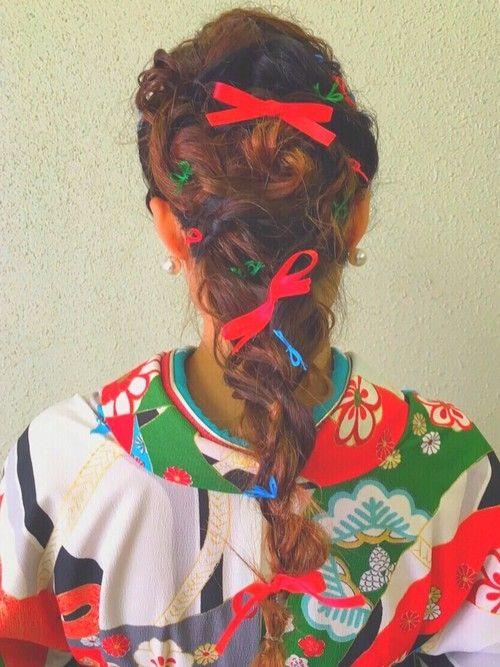 成人式を迎えるみなさん、髪型は決まりましたか?振袖に合うヘアスタイルに悩んでいる人も多いはず。ロング・ショートの長さ別に振袖に似合う髪型をヘアカタログ形式でご紹介!一生に一度の成人式は華やかでかわいいヘアアレンジやアップスタイルで参加したい!そんな人にぴったりの髪型が見つかるはず!