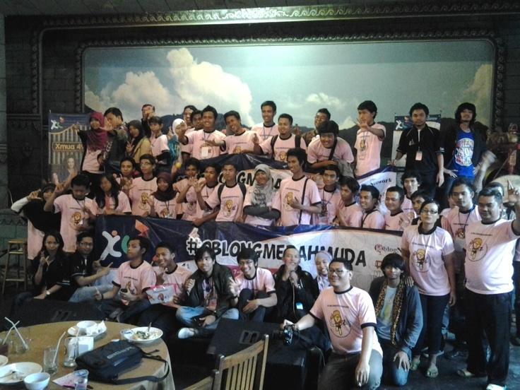 Blogger Oblong Merah Muda
