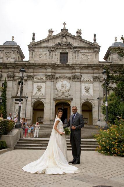 una novia elegante y distinguida: el vestido de novia de laura