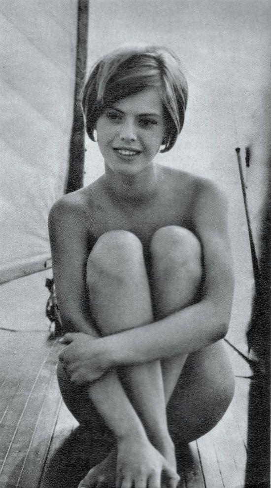 Sáfár Anikó (18) a Harlekin és szerelmese című filmben, 1966 sztar.com