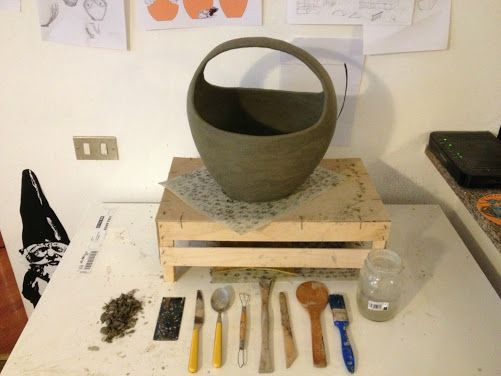 Ceramic vase with handle - making of