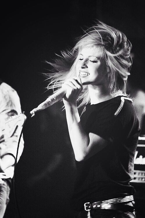 HAPPY BIRTHDAY HAYLEY! This woman and her band saved my life.... I cannot live without their music.