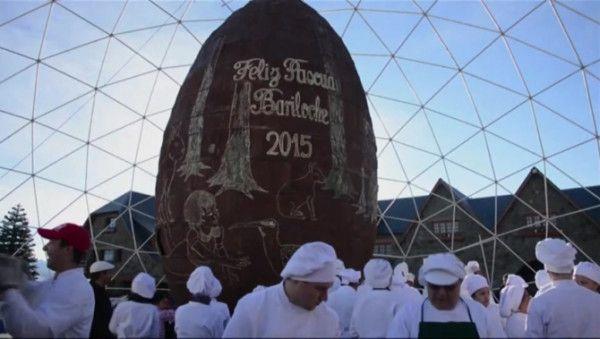 World's biggest handmade Easter egg tasted in Bariloche  Read more: http://www.bellenews.com/2015/04/06/world/americas-news/worlds-biggest-handmade-easter-egg-tasted-in-bariloche/#ixzz3WXV8Tbmk Follow us: @bellenews on Twitter | bellenewscom on Facebook