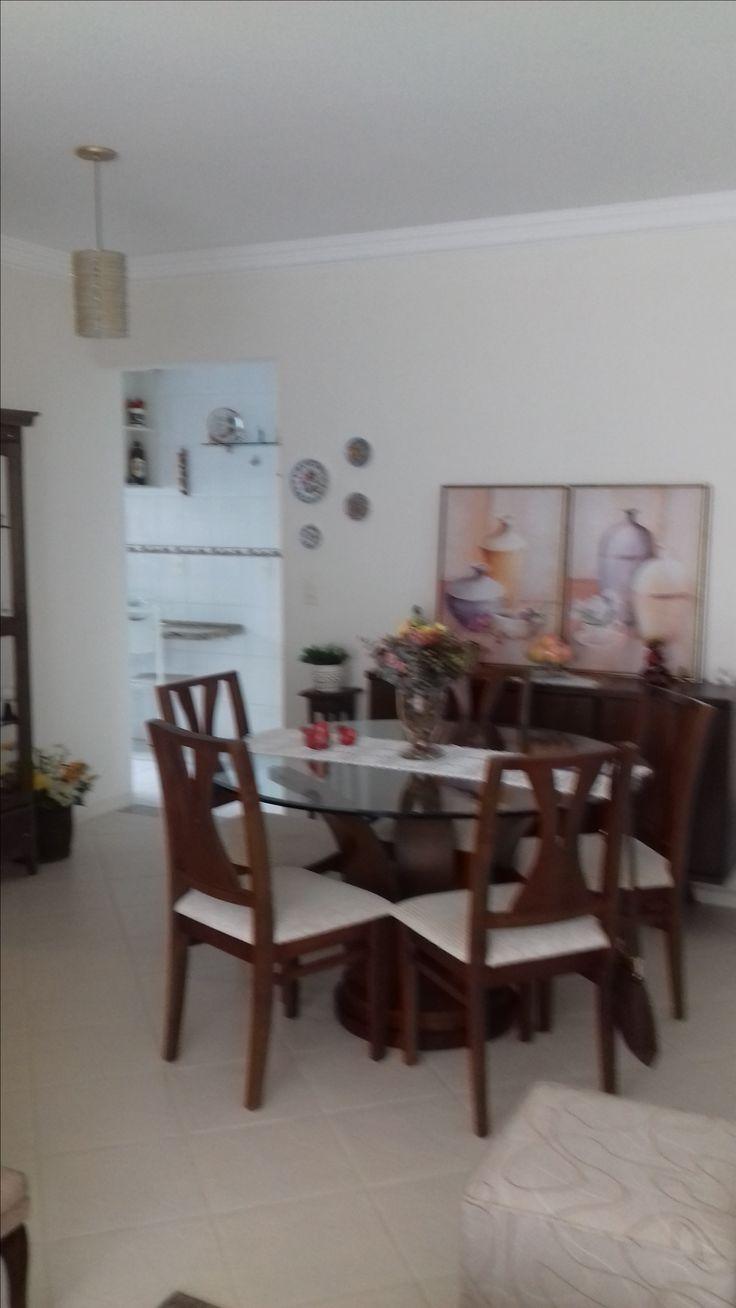 Apartamento no centro de Florianópolis, com 3 dormitórios sendo 1 suíte, dependência de empregada, sacada, garagem, ampla área de lazer, quadra esportiva, piscina, churrasqueira, salão de festas, playground, área fitness, vigilância 24 horas, próximo a Beira Mar Norte.  Valor R$ 680.000,00
