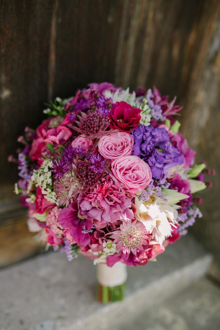Bridal bouquet in berry tones