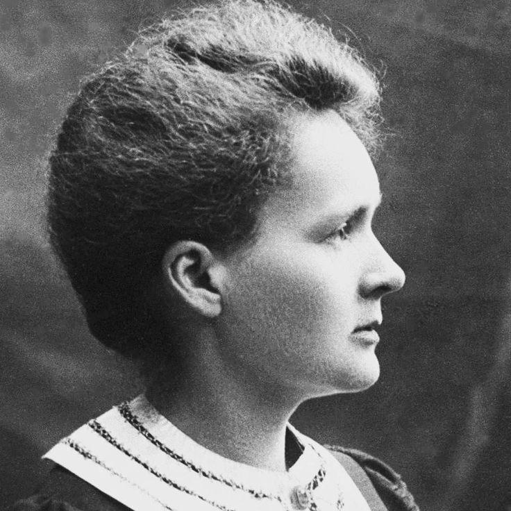 Marie Curie foi a única pessoa a receber doisprêmios Nobelem áreas científicas distintas em Física (1903) e Química (1911). Ela faleceu em 04 de julho de 1934 em Sabóia França  de anemia aplástica  doença de sangue em decorrência das grandes quantidades de radiação que foi exposta durante suas pesquisas.  Nossa homenagem a esse mulher pioneira que ainda hoje inspira e motiva muitas mulheres para o estudo das ciências.  #MulheresIncriveis #MarieCurie #NobelPrize  #agentenaoquersocomida…