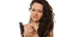 Qué es la alopecia femenina y cómo se puede tratar http://www.guiasdemujer.es/st/salud/Que-es-la-alopecia-femenina-y-como-se-puede-tratar-4119