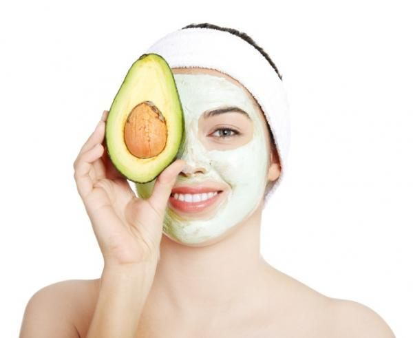 Cómo hacer mascarillas de aguacate para el rostro
