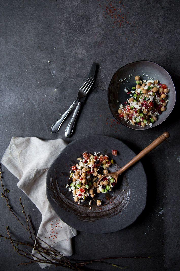 Blumenkohl-Couscous. Mit Kichererbsen, Granatapfel und Feta. Low Carb und lecker!