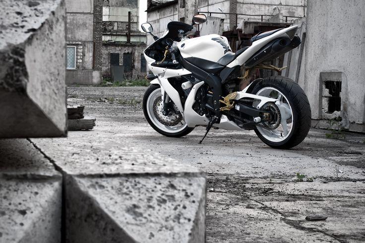Photograph Yamaha YZF-R1 by Stanislav Usanov on 500px