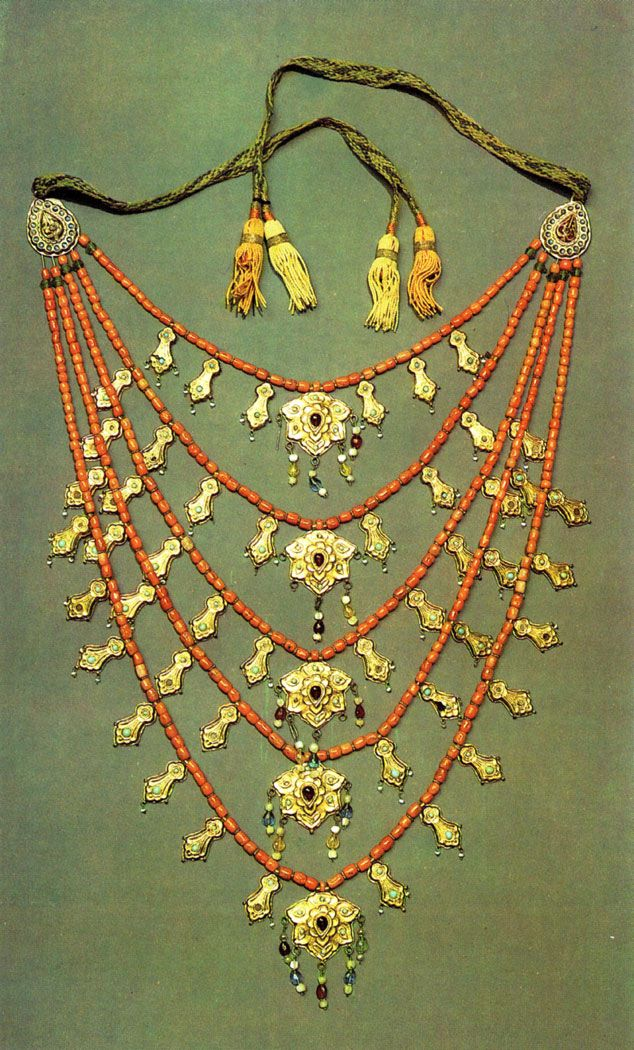 Uzbekistan | Djiviak necklace. Tashkent | ca. 19th century | Silver, gilt and stamped, with glass studs and corals.