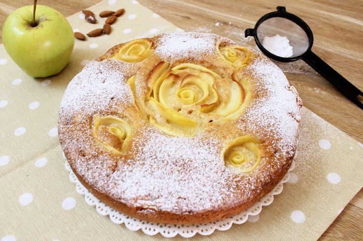 La torta rose di mele è una versione della classica torta di mele senza lattosio e uova con una decorazione particolare ma semplicissima da realizzare.