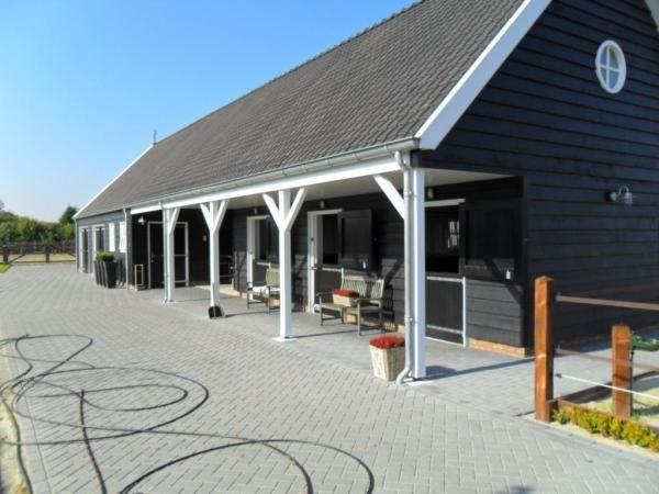 Houten schuur met paardenstal Sint Maartensdijk - Aannemers- en timmerbedrijf Roozemond   Bouwen en verbouwen op Tholen, West-Brabant en Zeeland