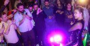 90lı yıllarda Abone şarkısı ile unutulmazlar arasına giren Türk Pop Müziğinin usta yorumcusu Yonca Evcimik , profesyonel sanat hayatının 40. yılını önceki akşam W Lounge SuperJazzde çılgın bir davetle kutladı. Magazin Sortie   #Çok, #Özel, #Parti, #Yoncimikten http://havari.co/yoncimikten-cok-ozel-parti/