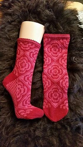 These #knit socks would make really good Revolutionary Girl Utena themed socks