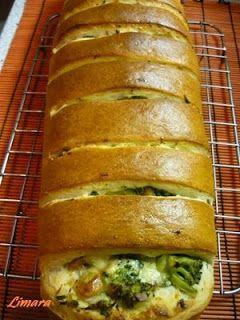 brokkolis-sajtos töltött kenyér