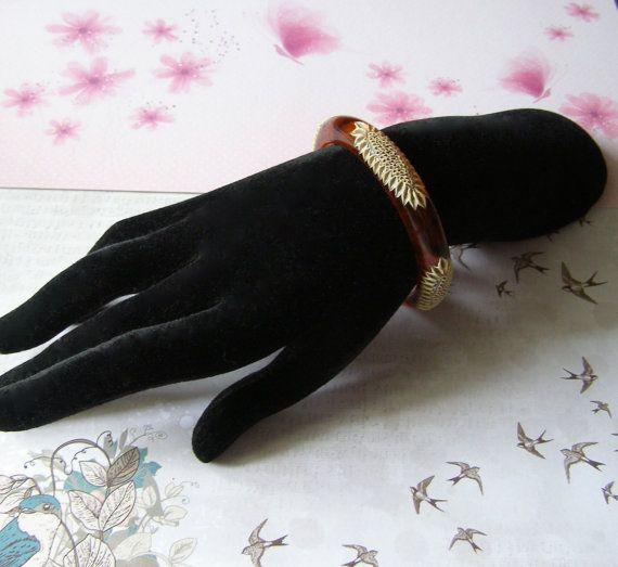 Bracelet en bakélite avec gravure en celluloïd  par antiquityfrench