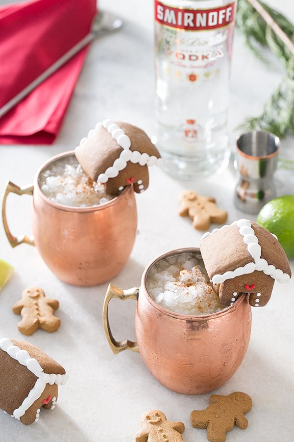 Gingerbread Moscow Mule Recipe / Christmas Recipes / Holiday Drinks / Christmas Cocktails / Vodka Recipes