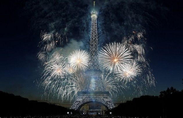 On 14 July 2017, a spectacular fireworks display will take place at the Eiffel Tower. More information about the fireworks : https://en.parisinfo.com/discovering-paris/major-events/bastille-day-in-paris/july-14th-fireworks/july-14th-fireworks-display