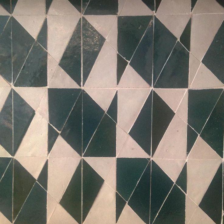 Smukke fliser i et fantastisk mønster hos @maisonsarahlavoine i Paris