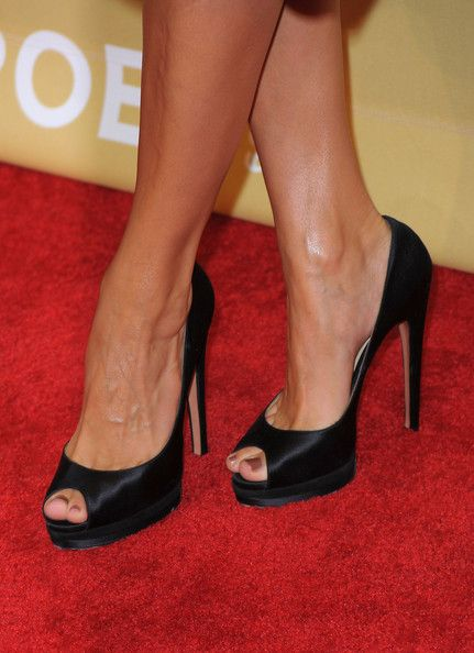 "Eva Mendes Photos - 3rd Annual ""CNN Heroes: An All-Star Tribute"" - Arrivals - Zimbio"