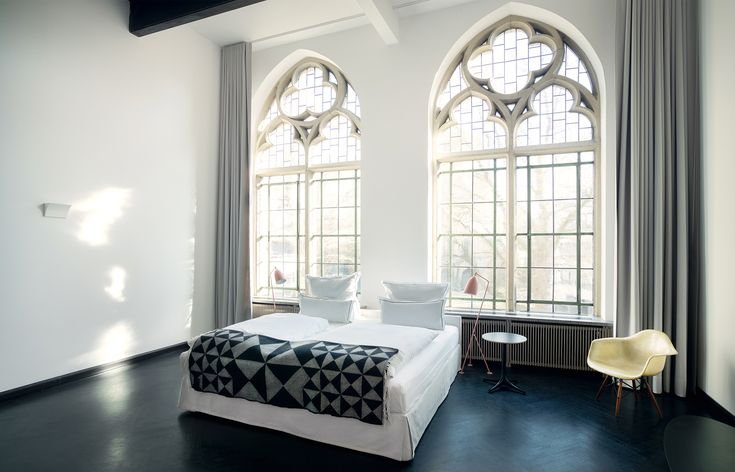THE QVEST | A former historic city archive located on a quiet square in the shadow of the Basilica of St. Gereon, THE QVEST in Cologne continues to be an important chronicle, albeit of a modern nature this time.| See more at: http://hotelinteriordesigns.eu/ | #hospitalitydesign #hotelinterior #hotelbedroom #boutiquehotel