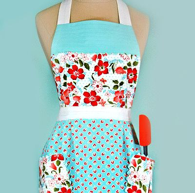 Get free patterns for making vintage-looking kitchen stuff, including a pleated apron, oven mitts, and a toaster cozy.