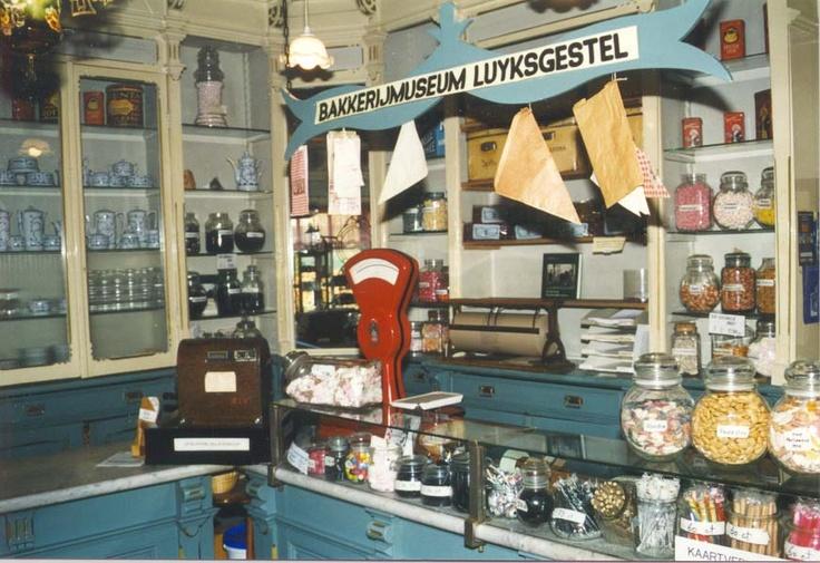 Google Afbeeldingen resultaat voor http://www.bakkerij-museum.nl/images/winkel.jpg